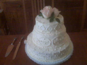 fullviewweddingcakerosejpg.jpg